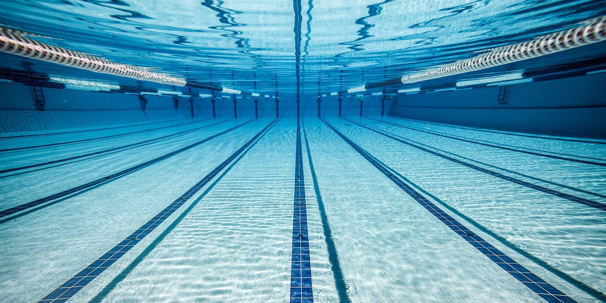 Mantenimiento anual de piscinas cerradas en entorno privado